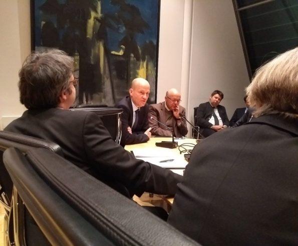 Ralph Brinkhaus, Fraktionsvorsitzender im Gespräch mit einer Delegation des Wirtschaftsbeirats Bayern